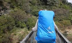 Видео: Группа туристов упала с подвесного моста!