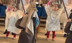 Видео: потешные танцы маленькой девушки удивили всех прихожан в церкви
